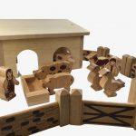Wooden Toy Barn – Lanka Kade, 18 Natural Pieces